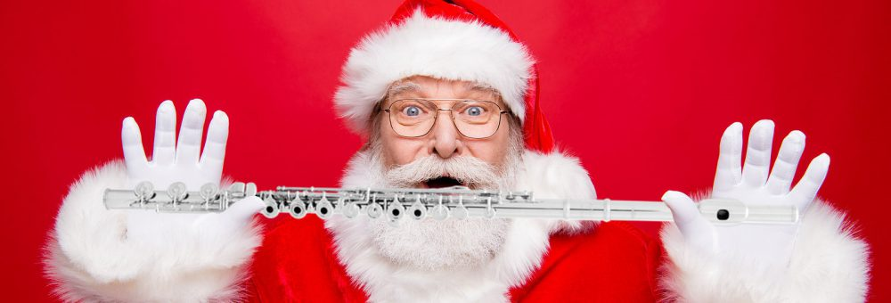 santa_with_flute